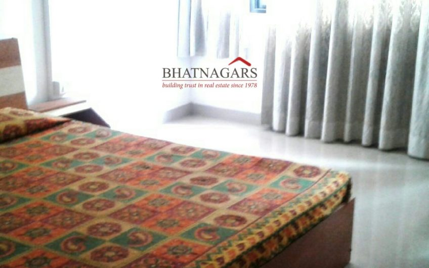 For Sale : 3 BHK Duplex Flat at  Farjeste   Boat Club Road, Pune
