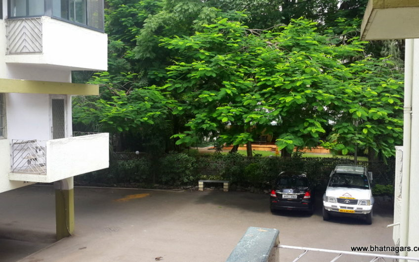 For Sale : 2 BHK Furnished Flat in Gera Park  | Boat Club Road,  Pune
